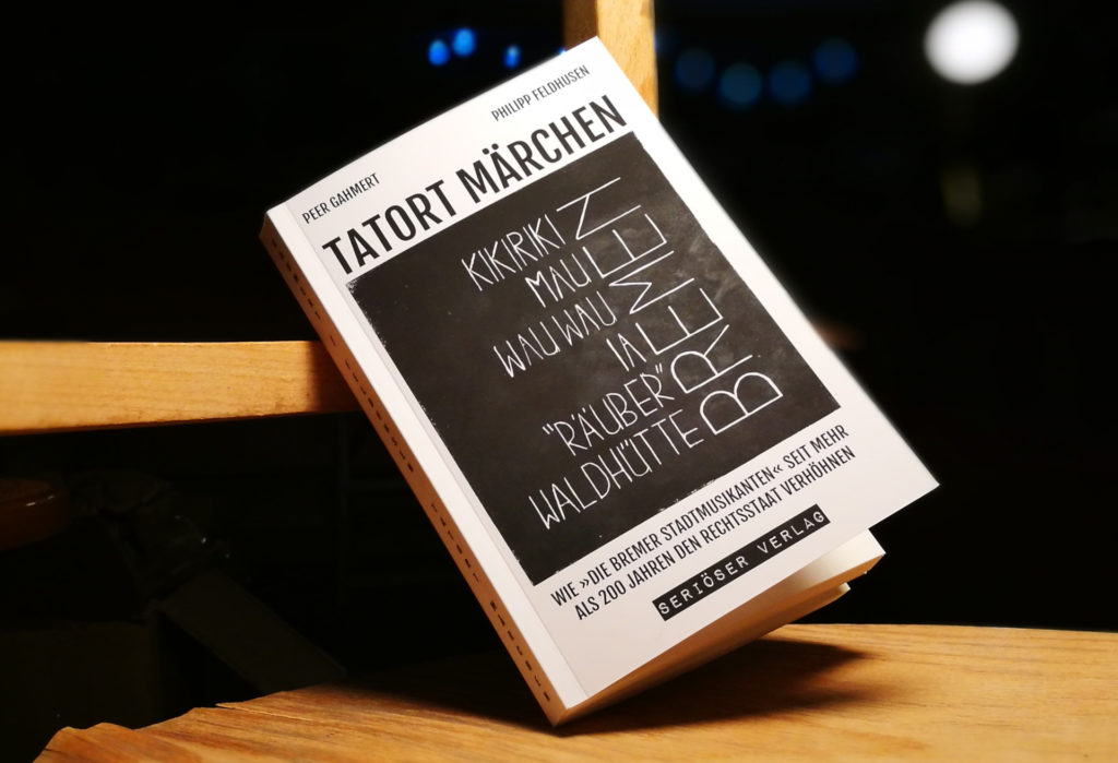 TATORT MÄRCHEN – WIE »DIE BREMER STADTMUSIKANTEN« SEIT MEHR ALS 200 JAHREN DEN RECHTSSTAAT VERHÖHNEN – Buch von Peer Gahmert und Philipp Feldhusen – Foto: Maren Holstein